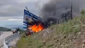 Carro incendeia-se na A24 em Vila Pouca de Aguiar
