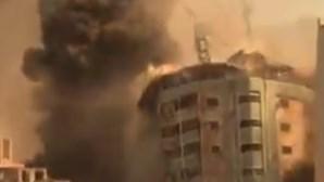 Ataque israelita destrói edíficio da Al Jazeera e da Associated Press em Gaza. Veja as imagens
