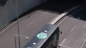 Autocarro do Sporting chega à luz para a partida com Benfica