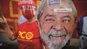 """Bolsonaro chama """"ladrão de nove dedos"""" a Lula da Silva após sondagem desfavorável"""