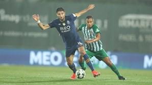 Sérgio Oliveira atira para o terceiro dos azuis e brancos. Veja os golos