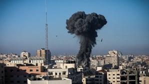 Bombardeamentos em Gaza já mataram 153 palestinianos