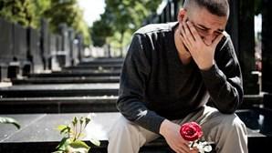 Mais de metade de pessoas que perderam familiares devido à Covid-19 em risco de perturbação de luto prolongado