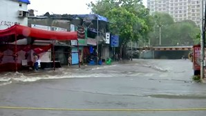 Ciclone Tauktae provoca inundações e causa estragos nas ruas de Mumbai