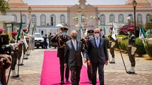 """Marcelo Rebelo de Sousa diz que """"sofre"""" por visita sem abraços em Cabo Verde"""