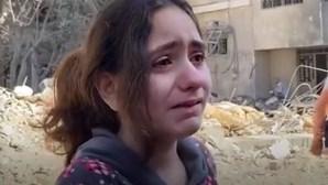 """Criança palestiniana em Gaza desespera: """"Só tenho 10 anos, não sei lidar com isto!"""""""