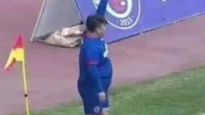 Milionário compra clube e obriga treinador a colocar o filho de 126 kg em campo