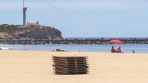 Concessões de praia estão a ser preparadas para os banhistas perante vaga de calor