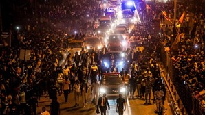 Marcelo saudado por multidão ao longo de oito quilómetros durante duas horas na Guiné-Bissau