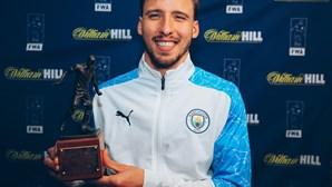 Rúben Dias estende contrato com o Manchester City até 2027
