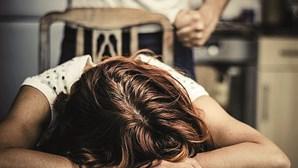 Libertada mulher que tentou matar o marido após 40 anos a sofrer agressões