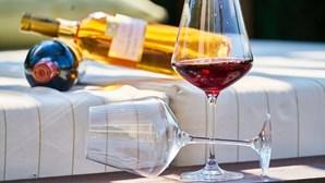Centenários recebem 100 garrafas de vinho na Suíça