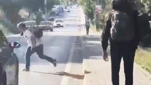 Agressora de rapaz atropelado no Seixal ameaçada nas redes sociais