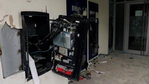 Manifestantes incendeiam tribunal e destroem bancos e lojas na Colômbia