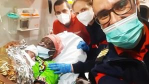 Bebé nasce dentro de ambulância a caminho do hospital em Loures
