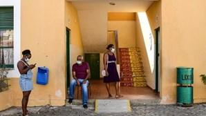 Cabo Verde vacina toda a população do Sal e da Boa Vista contra a Covid-19 para retomar turismo