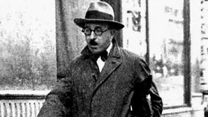 """""""Pessoa sonha, em 1935, com o derrube de Salazar"""""""