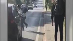 Jovem atropelado ao fugir de grupo no Seixal diz que ainda está muito abalado com a situação
