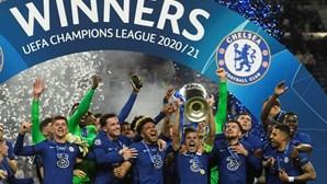 Chelsea vence Manchester City e sagra-se campeão europeu pela segunda vez. As imagens da entrega da taça
