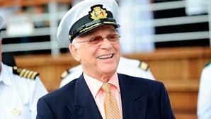 """Gavin MacLeod, o capitão da série """"O Barco do Amor"""", morre aos 90 anos"""
