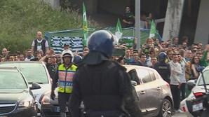 Adeptos do Sporting e do Benfica em confrontos junto ao estádio de Alvalade