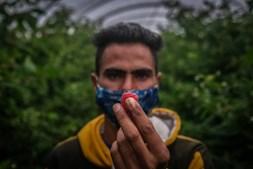 Trabalhadores indianos em Odemira onde foi instaurada uma cerca sanitária