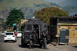 Polícia abriu caminho com viaturas blindadas