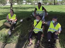 Grupo de Penafiel aproveita para descansar. Manuel Coelho, à direita, cumpre promessa de ir a Fátima há 50 anos
