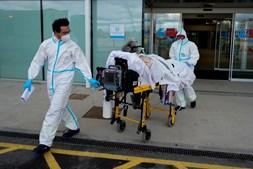 Paciente com Covid-19 transferido de hospital em Espanha