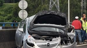 Duas pessoas encarceradas em acidente com dez carros na A41 em Alfena, junto ao acesso para a A3