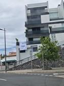 Bandeira do Sporting à janela da casa de Dolores Aveiro