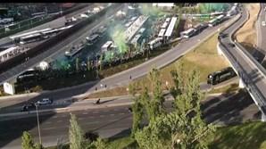 Autocarro do Sporting recebido em euforia por milhares de adeptos no Estádio de Alvalade