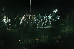 Autocarro do Sporting chega ao Marquês e deixa adeptos eufóricos