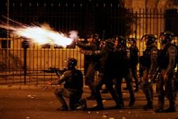 Polícia israelita dispara arma durante protestos palestinianos