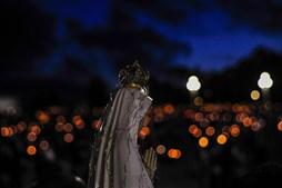 Santuário de Fátima ilumina-se durante Procissão das Velas