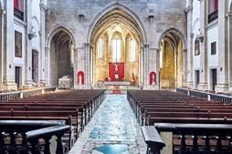 Interior da igreja do Mosteiro de São Dinis e São Bernardo