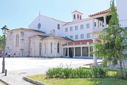 Mosteiro de São Dinis e São Bernardo