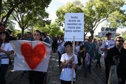 Marcha contra restrições sanitárias reúne centenas nas ruas de Lisboa