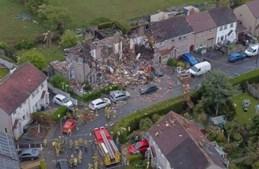 Criança morre em explosão que causou desabamento de duas casas e fez quatro feridos