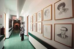 Na Casa do Artista, em Lisboa, os que  já partiram são lembrados em vários recantos da instituição fundada por Armando Cortez