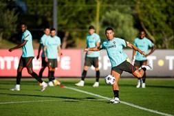 Cristiano Ronaldo e demais convocados realizam hoje o primeiro treino de preparação para o Europeu de futebol
