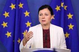 Vera Jourová, titular da pasta dos Valores e Transparência