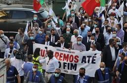 André Ventura em desfile do Chega por Coimbra antes do congresso