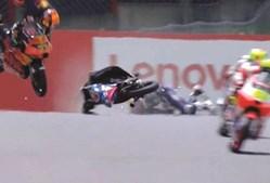 Acidente violento na qualificação do GP de Itália de Moto3 provocou vários ferimentos ao jovem
