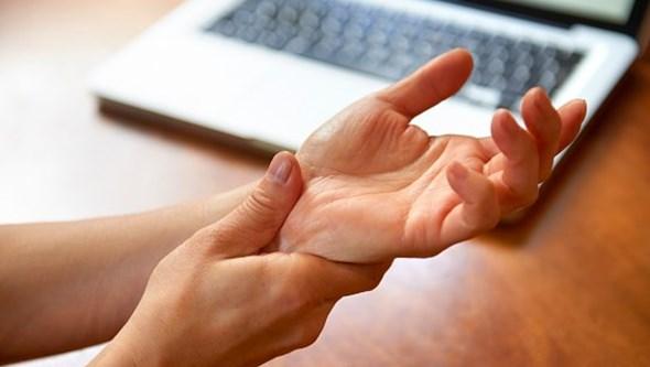 Espondilite Anquilosante: a doença inflamatória crónica que 'solda' as articulações da coluna