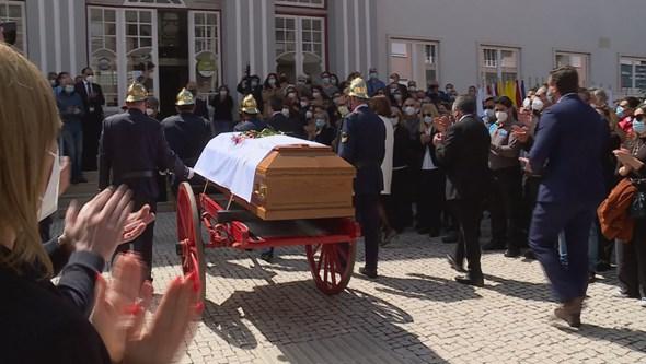Centenas de pessoas reuném-se no último adeus a autarca de Torres Vedras