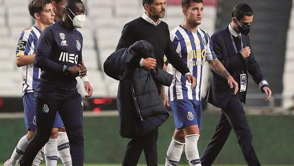 Frustração no regresso do FC Porto após empate no Clássico