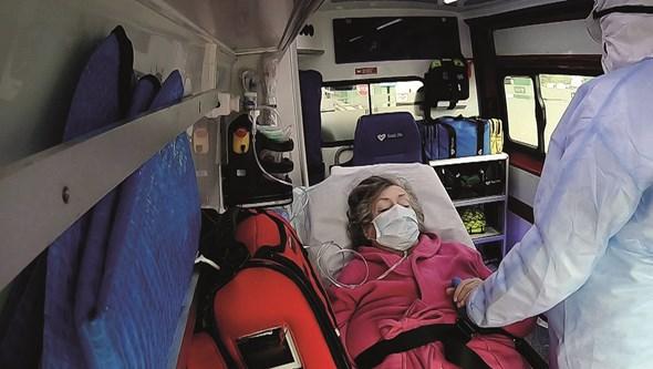Cerca de 60% dos doentes Covid-19 internados com sintomas seis meses após alta