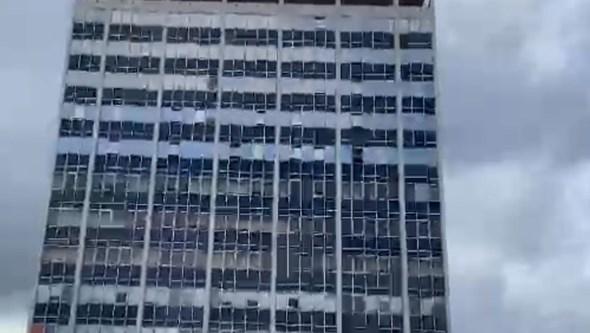 Incêndio deflagra em prédio de Viseu. Veja as imagens