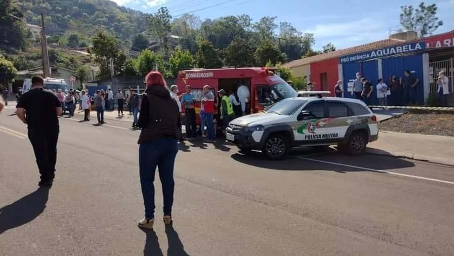 Adolescente invade escola no Brasil e mata duas crianças à facada